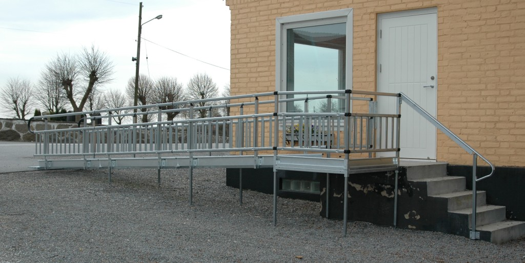 Modular ramp installed outside a building