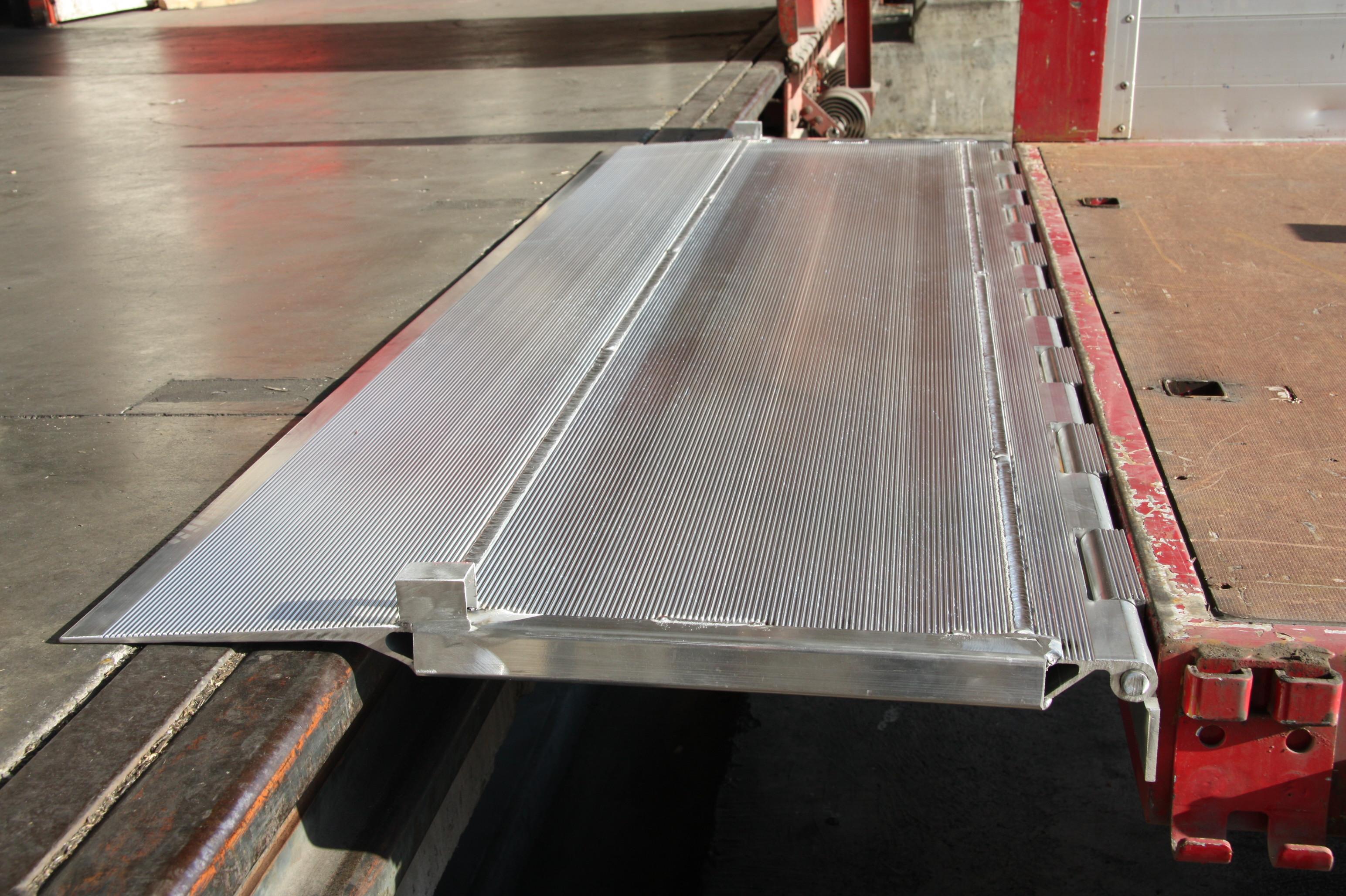 Hinged Tailboards or Bridge Plates