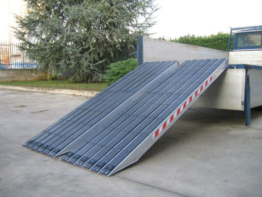 Rubber tracked loading ramps profile