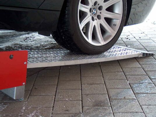 Car loading ramps grip surface